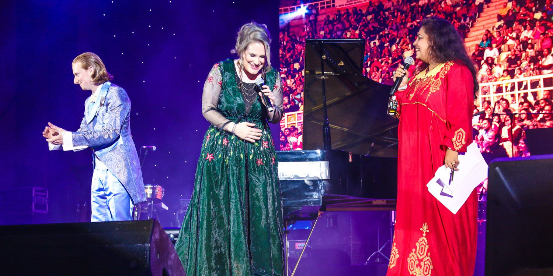 Dust of Soul's Eröffnungs-Act Performance der Ayushmann Khurrana Konzertshow für MTV Indien im City Amphitheater Qurum