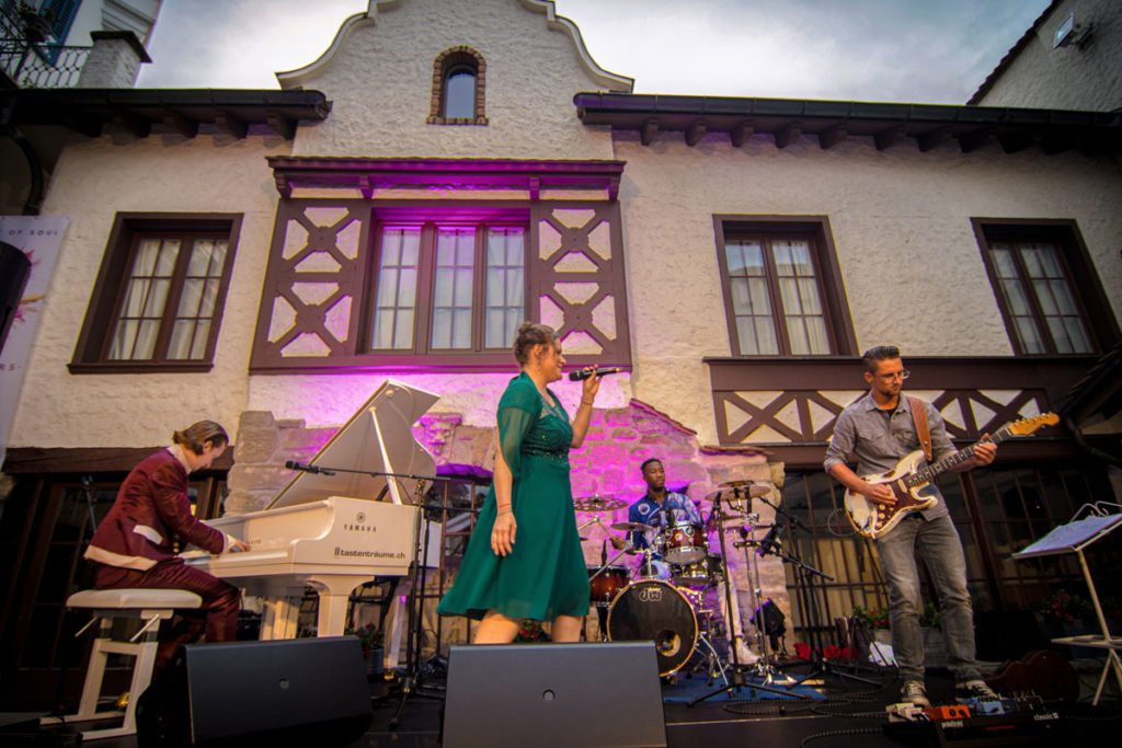 Dust of Soul Open Air 2019 im Schlossgarten Château Gütsch Luzern des 'Opera Pop'-Duo