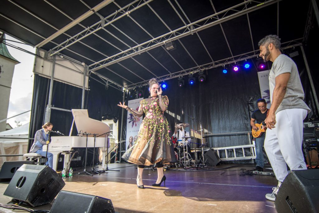 Dust of Soul mit Band und Special Guests