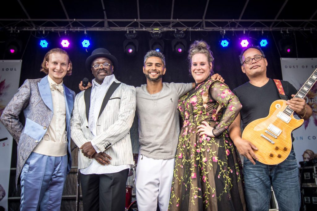 Dust of Soul mit Band & Special Guests