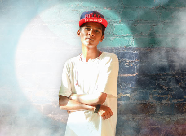 Hindi Rapper Mc Siddu aus Mumbai mit Live-Schaltung an der Victory Music Night mit dem 'Opera Pop'-Musikerduo Dust of Soul