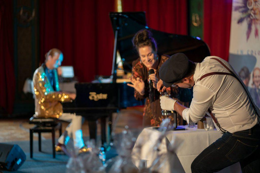 Piano/Coffee-Challenge - eine geniale Show von Dust of Soul und Le Pedaleur