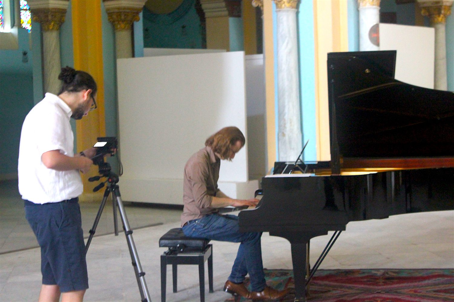 The photographer and filmmaker from Flashback Tunis filmed Pianist MiKey at the Acropolium de Carthage in Tunis at the CD recording (September 2015)