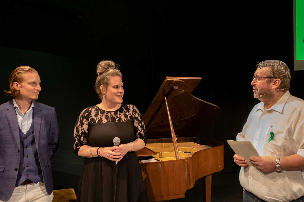 """Health Podium """"Einsortiert – Mal Anders"""" with music"""